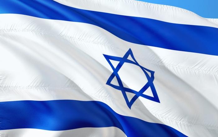 Israelische Flagge knattert im Wind
